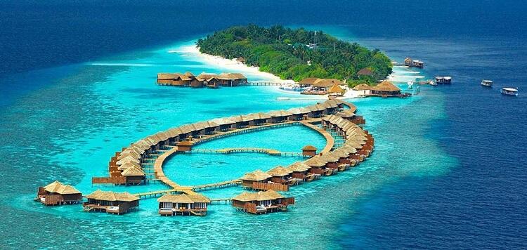 Một khu nghỉ dưỡng ở Maldives (Nằm ở Ấn Độ Dương phía nam Ấn Độ)