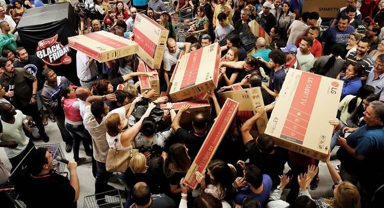 Tình trạng tranh giành hàng thường diễn ra vào ngày Black Friday ở Mỹ