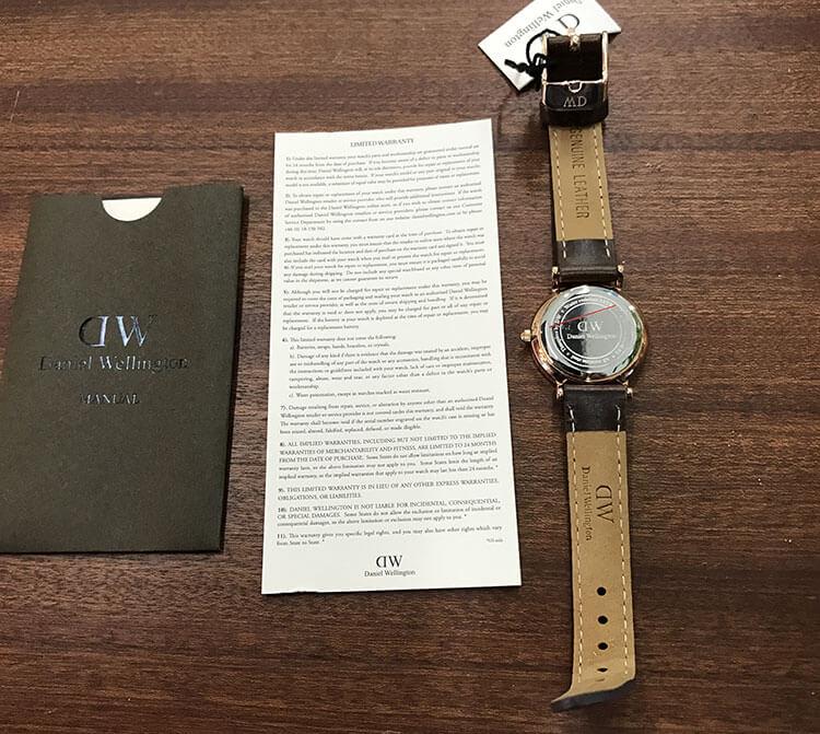 Mở hộp đồng hồ DW mua ở Ebay