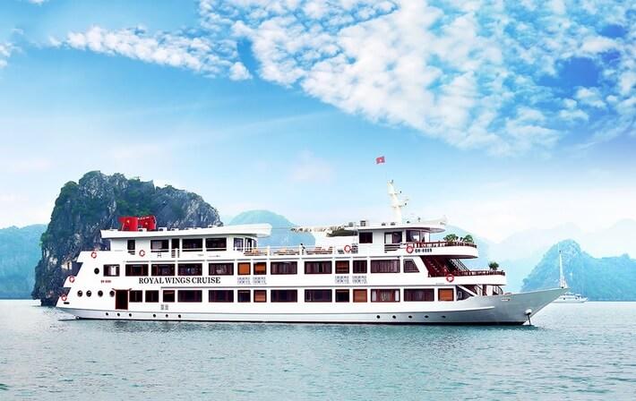 Du lịch Hạ Long ở du thuyền là một trải nghiệm khó quên
