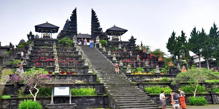 Đền Besakih hay còn gọi là Mother Temple ở Bali với hơn 1300 năm tuổi